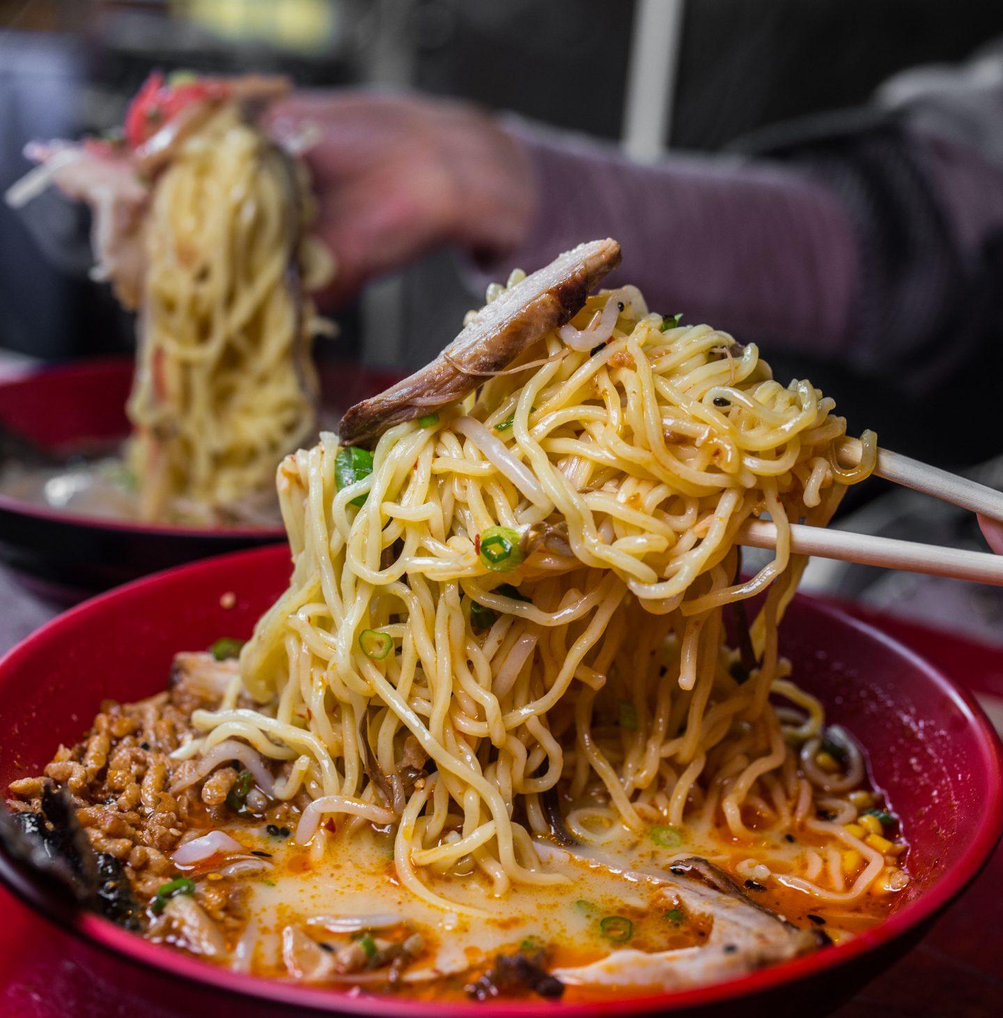 lifting ramen noodles