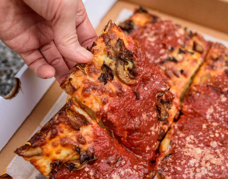 underground pizza deep dish